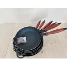 Чугунная сковорода Ситон 240х40 мм с деревянной ручкой